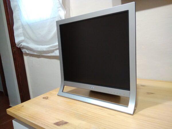 Sony Flatpanel LCD SDM-HS95
